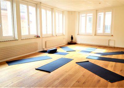 Salle de cours de yoga - asthanga - yoki - yoga neuchâtel 2