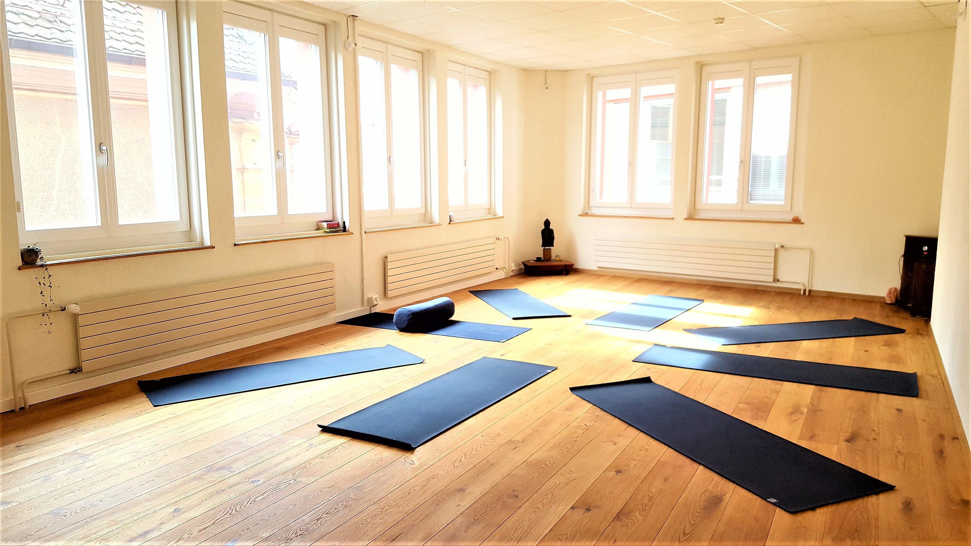 Aménager Une Salle De Yoga yoki, un centre de yoga à neuchâtel pour se ressourcer